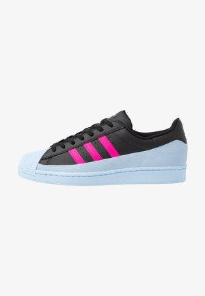 SUPERSTAR - Sneaker low - core black/glow blue/shock pink