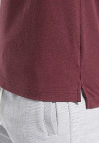 Reebok - TRAINING ESSENTIALS MÉLANGE T-SHIRT - Basic T-shirt - red - 6