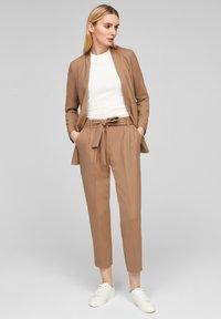 s.Oliver BLACK LABEL - Trousers - camel melange - 1