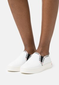 Love Moschino - EXCLUSIVE  - Sneakers basse - white - 0