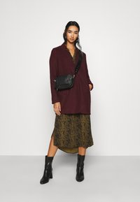 Vero Moda - VMBRUSHEDKATRINE JACKET - Short coat - port royale/melange - 1
