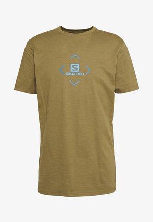 LOGO TEE - Print T-shirt - martini olive/indigo bunting/blithe