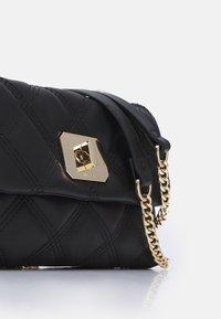 PARFOIS - CROSSBODY HEXAGON M - Handbag - black - 3