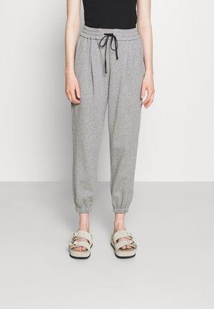 DRAWSTRING WITH FRONT PLEAT - Teplákové kalhoty - grey melange