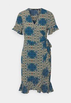 VMSAGA WRAP FRILL DRESS  - Kjole - birch/esmeralda