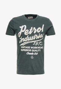 Petrol Industries - Print T-shirt - night green - 3
