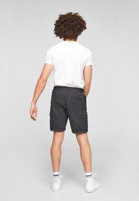Q/S designed by - REGULAR FIT - Shorts - dark grey - 2