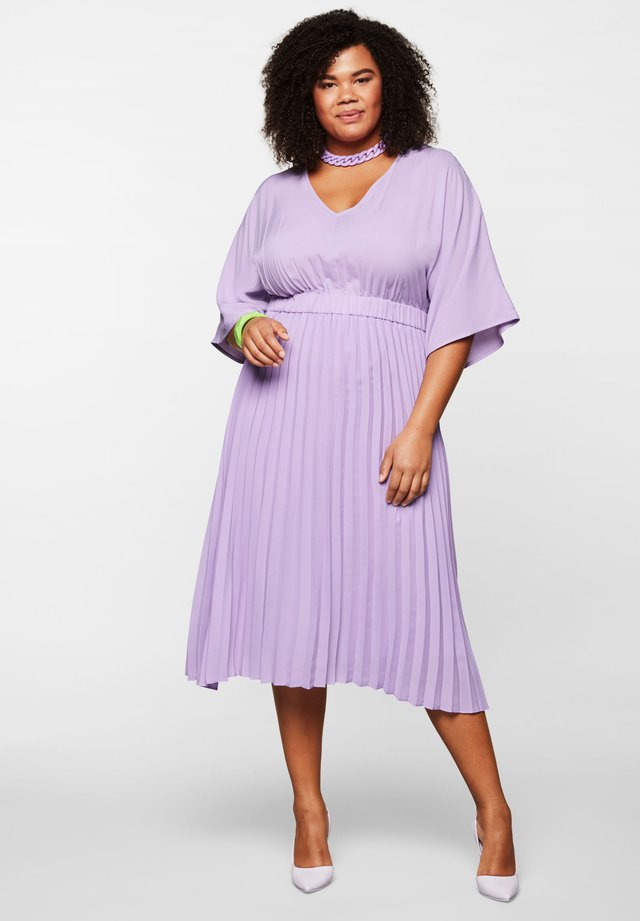 Cocktail dress / Party dress - lilac