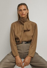 Massimo Dutti - WITH TIE DETAIL - Blouse - brown - 2
