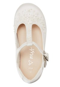 Next - WHITE FLOWER T-BAR SHOES (YOUNGER) - Zapatos de bebé - white - 2