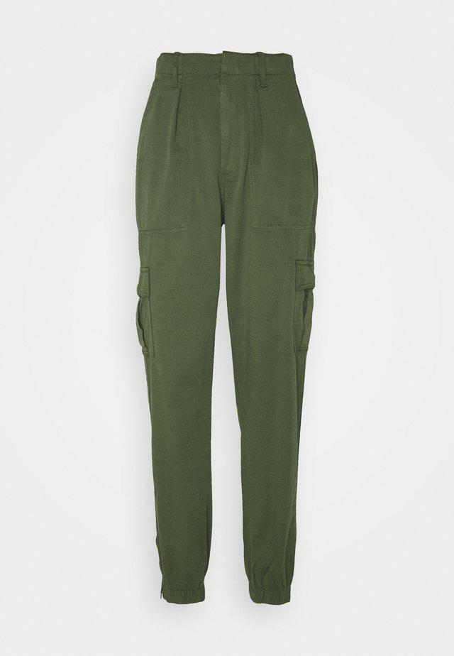 UTILITY JOGGER - Pantalon cargo - olive