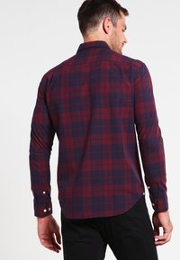 Pier One - Shirt - dark blue/bordeaux - 2
