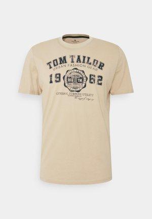 LOGO TEE - Print T-shirt - sandy beige