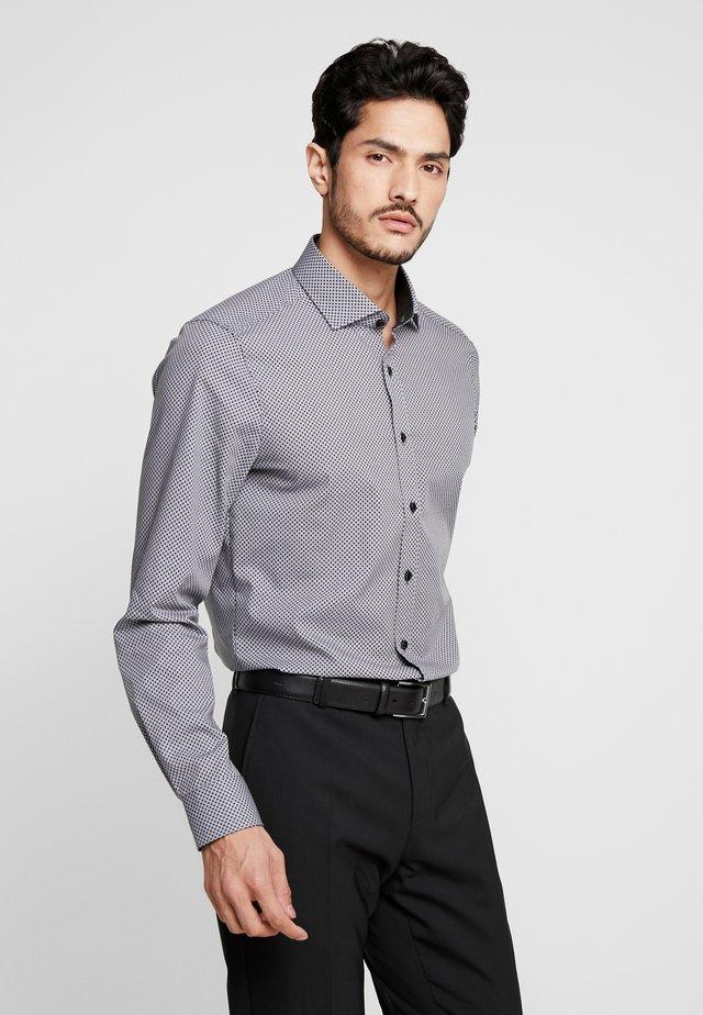 OLYMP LEVEL 5 BODY FIT  - Formální košile - black