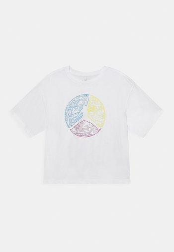 JUMPMAN COLOUR UP TEE - T-shirt z nadrukiem - white