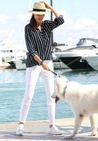 Laura Kent - Blouse - marineblau,weiß - 1