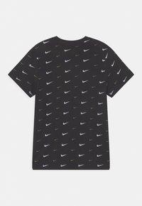 Nike Sportswear - PLUS - T-shirt med print - black - 1
