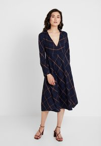 And Less - DEBRA DRESS - Kjole - blue nights - 0