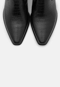 Vagabond - Kovbojské/motorkářské boty - black - 5