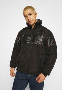 Karl Kani - OG REVERSIBLE CAMO PUFFER JACKET - Winter jacket - black - 0