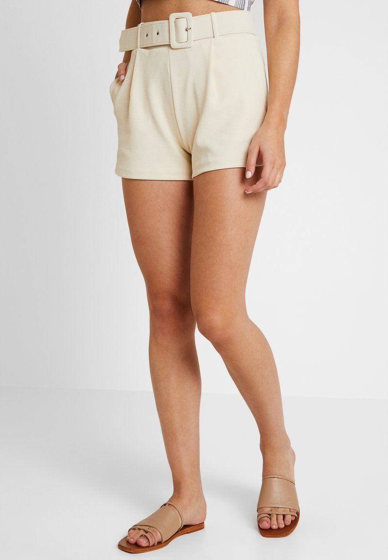 Nly by Nelly - TAILORED BELT SHORTS - Szorty - creme