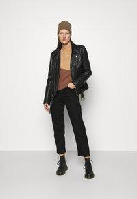 Abercrombie & Fitch - WEBEX MINI MOCK CREW - Sweatshirt - brown - 1
