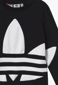 adidas Originals - TREFOIL CREW - Felpa - black/white - 2