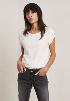 Basic T-shirt - lily-rose