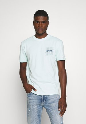 REPEAT LOGO TEE - T-shirts print - light chlorine blue