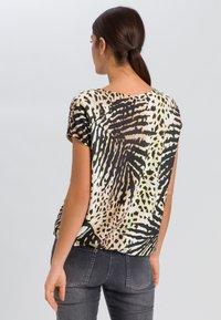 Marc Aurel - Print T-shirt - sand varied - 2