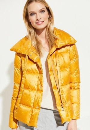 MIT MODERNEM PILLOW - Down jacket - saffron