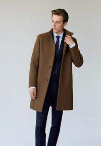 Mango - FUNNEL - Short coat - mittelbraun - 0