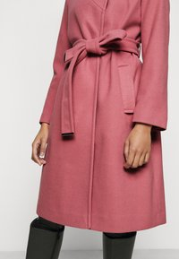 Dorothy Perkins Petite - FUNNEL COLLAR BELTED COAT - Classic coat - blush - 5