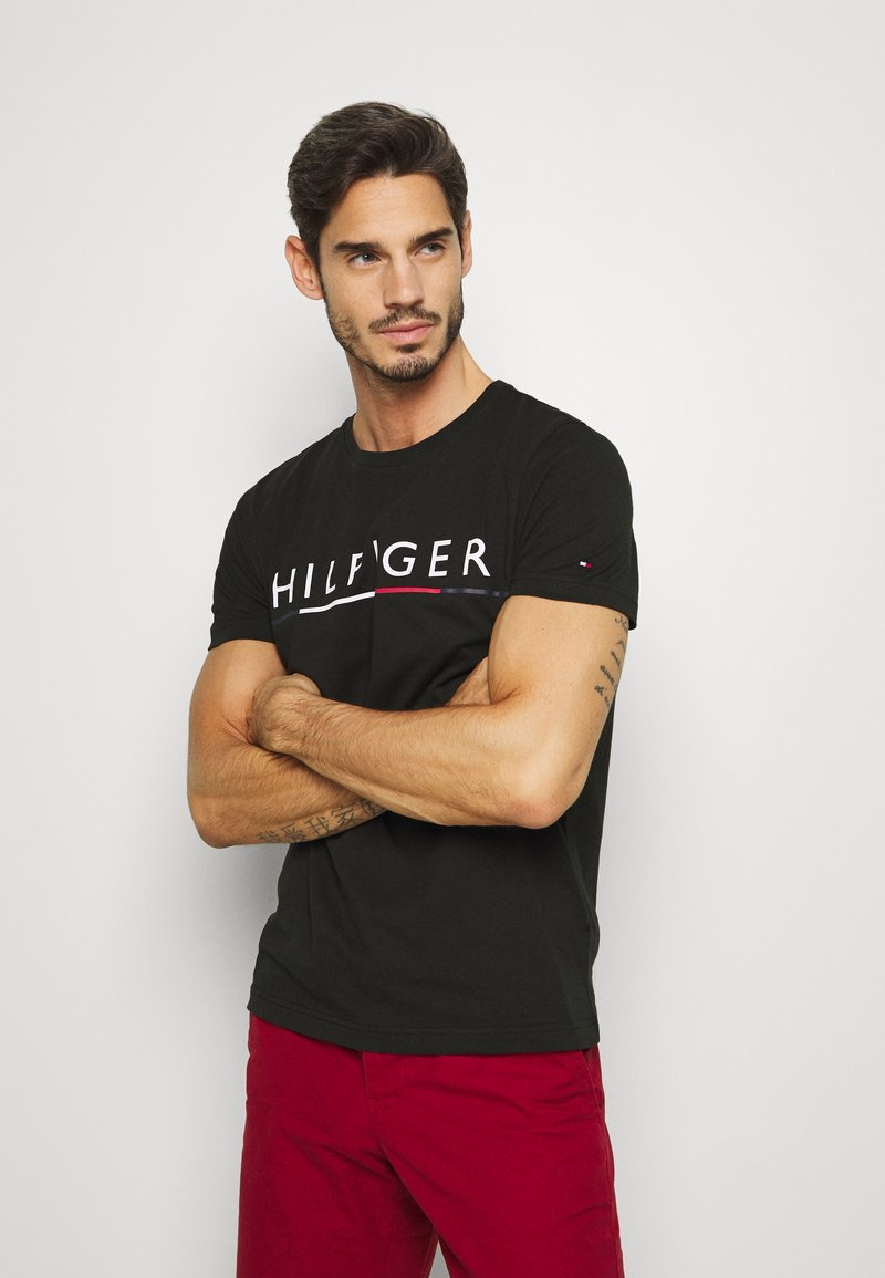 Tommy Hilfiger - GLOBAL STRIPE TEE - T-shirt imprimé - black