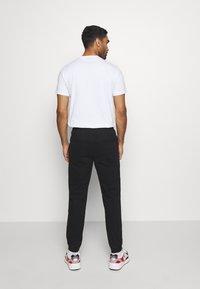 Champion - ROCHESTER CUFF PANTS - Pantalon classique - black - 2