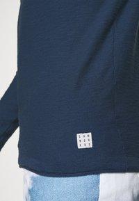 Blend - Stickad tröja - dark denim - 4