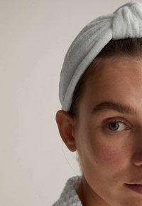 OYSHO - Hair Styling Accessory - white - 2