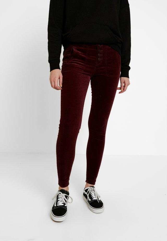 HIGH RISE FASHION - Spodnie materiałowe - burgundy
