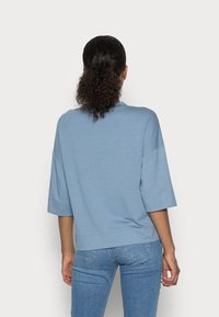 Marc O'Polo - CROPPED WIDE FIT WIDER SHORT SLEEVES - Basic T-shirt - fall sky - 2