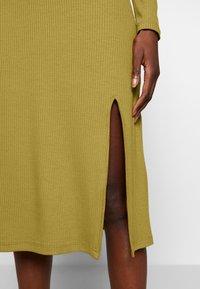 Zign - RIB PERKIN NECK DRESS WITH HIGH  - Denní šaty - oliv - 5