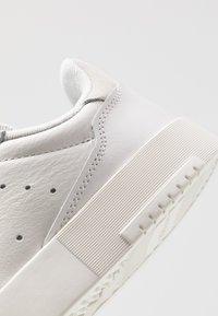 adidas Originals - SUPERCOURT - Trainers - grey one/crystal white - 5