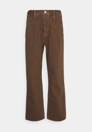 PLEATED TROUSER - Trousers - brown