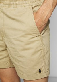 Polo Ralph Lauren - CFPREPSTERS FLAT - Shorts - luxury tan - 4