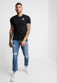 Good For Nothing - FITTED BACK BRANDING - T-shirt basic - black - 1