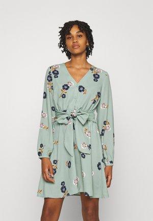 VMFALLIE TIE DRESS - Skjortekjole - green milieu/newfallie