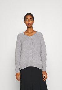 Selected Femme - V NECK - Strickpullover - light grey melange - 0