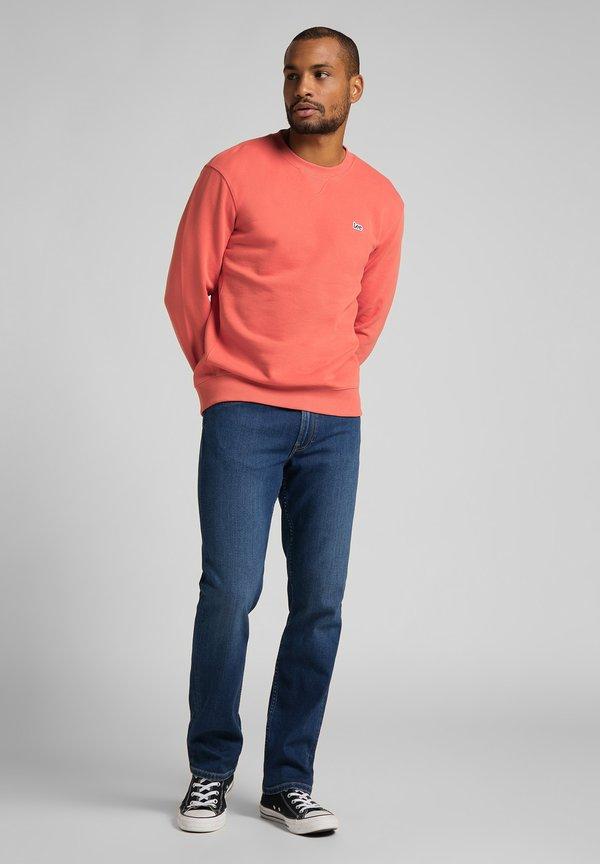 Lee PLAIN CREW - Bluza - washed red/jasnoczerwony Odzież Męska XUBW