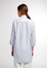 Eterna - MODERN CLASSIC - Button-down blouse - hellblau/weiß - 1