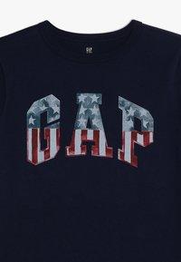 GAP - BOYS FLAG TEE - T-shirts print - elysian blue - 3