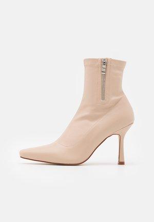 RUBINA - Kotníkové boty - nude